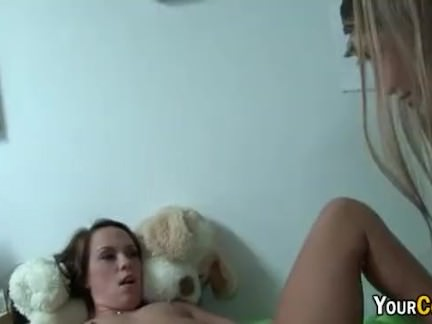 Sliding Tongue Into College Girls Pussy